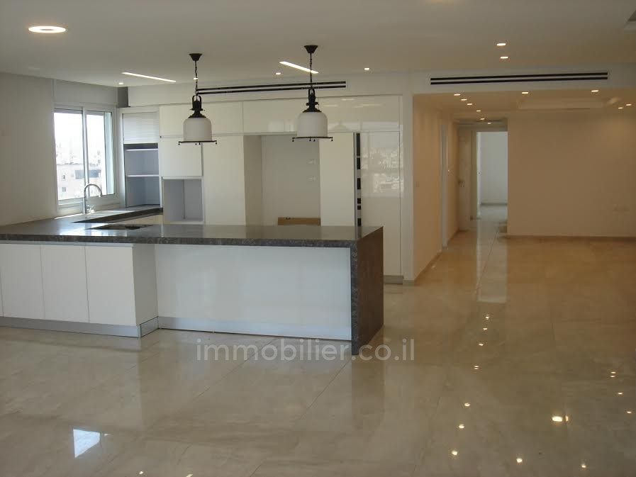For sale Penthouse Netanya